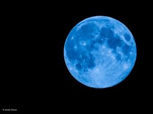 Раз в год по обещанию или once in a blue moon